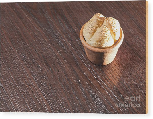 Round Sandwich Bun Wood Print by Chavalit Kamolthamanon
