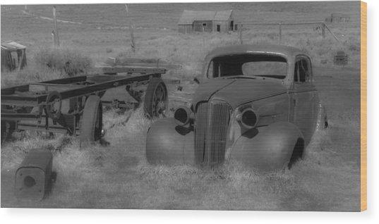 Rusted Car Wood Print by Richard Balison