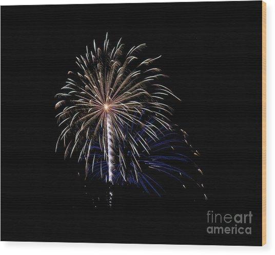 Rvr Fireworks 115 Wood Print
