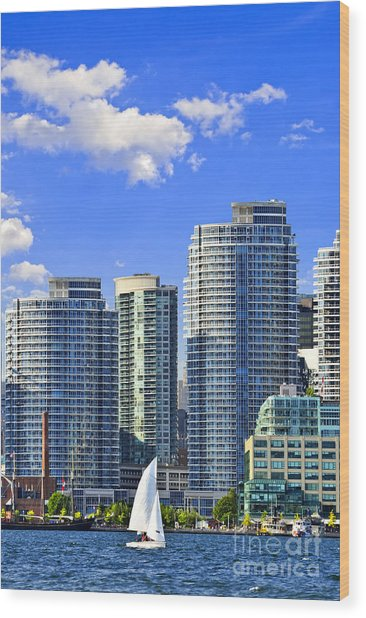 Sailing In Toronto Harbor Wood Print
