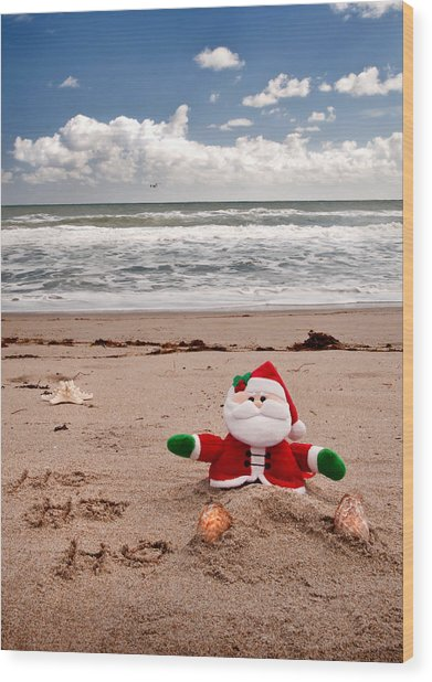 Santa At The Beach Wood Print