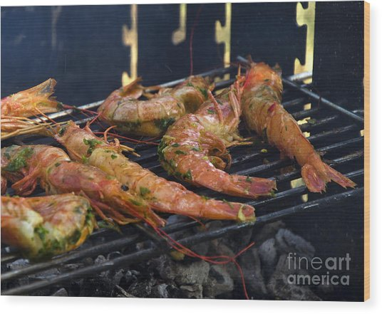 Shrimp On Bbq Wood Print by Perry Van Munster