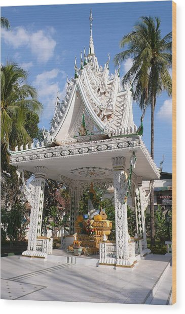 Shrine At Wat Inpeng Wood Print by Gregory Smith
