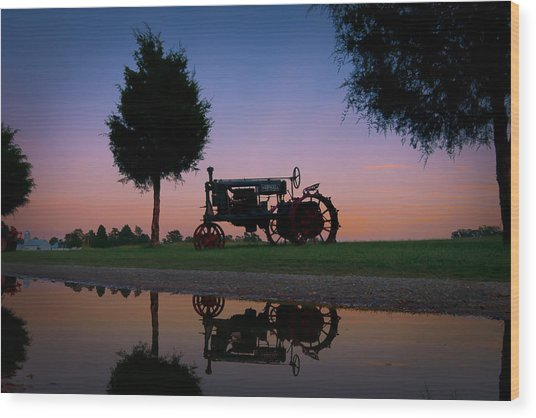 Sundown On Farmall At Chippokes Wood Print