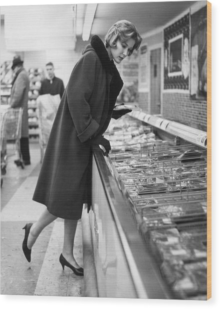 Supermarket Shopper Wood Print by Hill Photographers/Archive Photos
