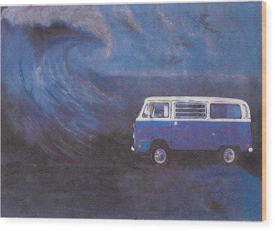 surf Bus Wood Print by Sharon Poulton