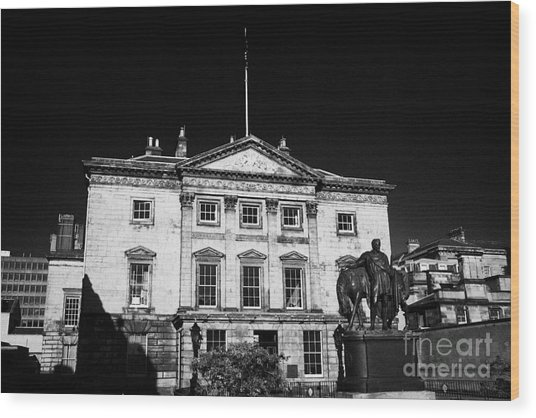 The Royal Bank Of Scotland Edinburgh Scotland Uk United Kingdom Wood Print by Joe Fox