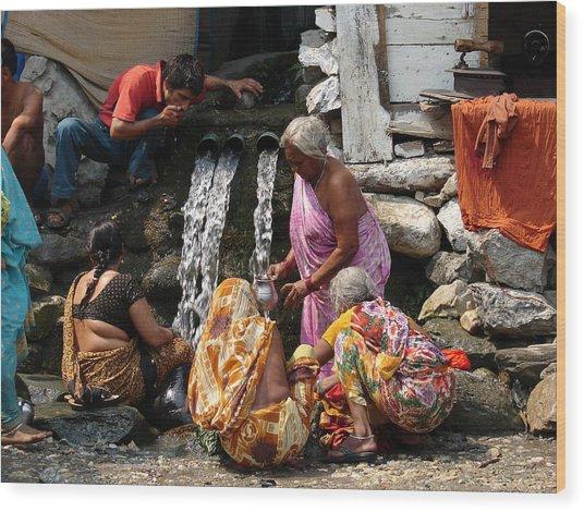 Tourists Getting Ready Wood Print by Anand Swaroop Manchiraju