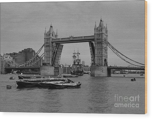 Tower Bridge And The Endeavor Wood Print by Aldo Cervato