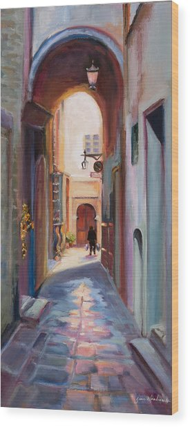 View Down A Street In Cortona Wood Print by Jane Woodward