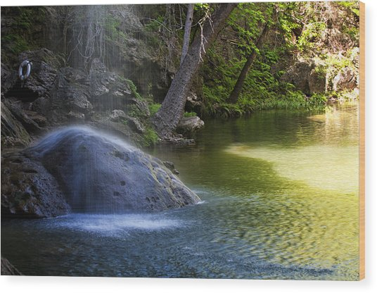 Water Falling On Rock Wood Print