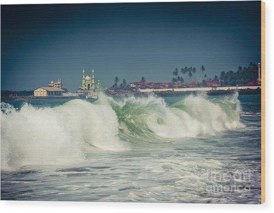 Big Wave On The Coast Of The Indian Ocean Kerala India Wood Print