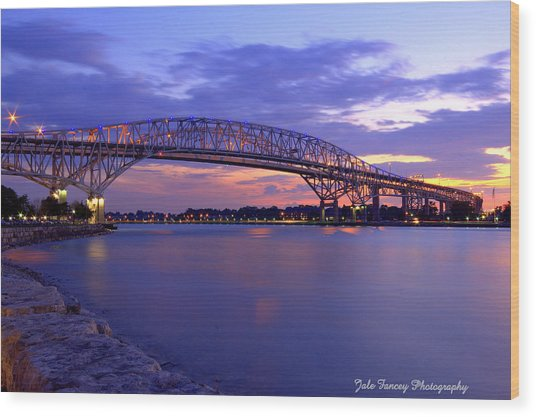 Bluewater Bridge At Sunset Wood Print