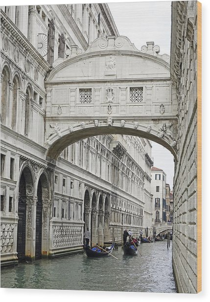 Gondolas Going Under The Bridge Of Sighs In Venice Italy Wood Print
