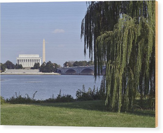 Lincoln Memorial And Washington Monument From The Potomac River Wood Print by Brendan Reals