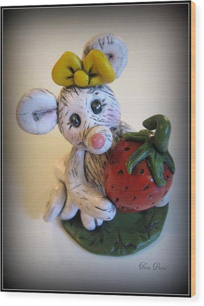 Little Mouse Big Strawberry Wood Print by Trina Prenzi