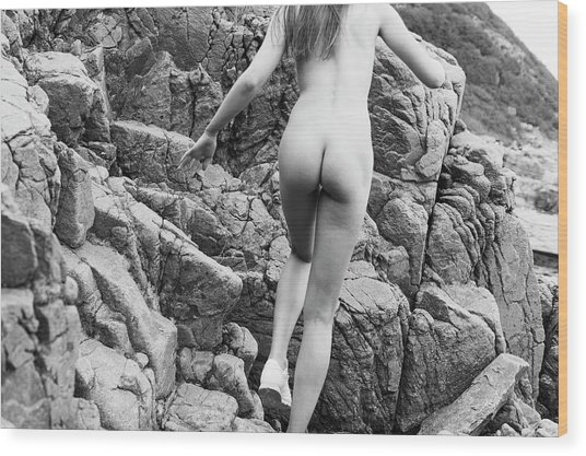 Running Nude Girl On Rocks Wood Print