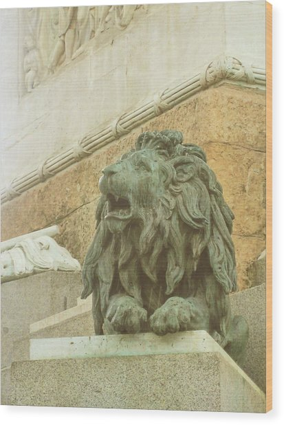 The Queens Lion Wood Print by JAMART Photography