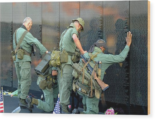 Veterans At Vietnam Wall Wood Print
