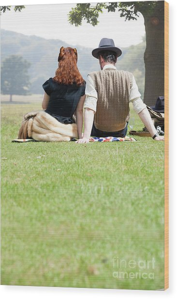 1940s Couple Sitting In The Sunshine Wood Print
