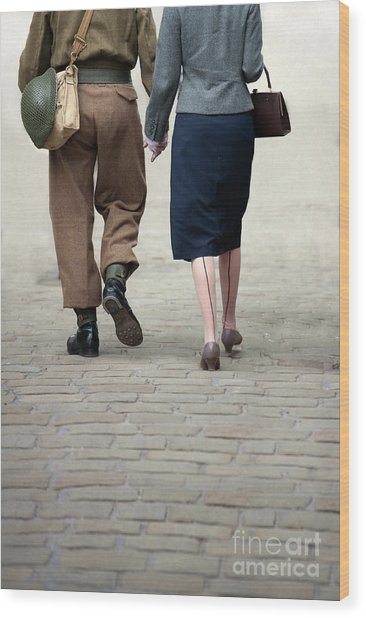1940s Couple Soldier And Civilian Holding Hands Wood Print