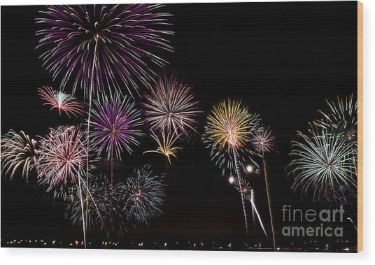 2013 Fireworks Over Alton Wood Print