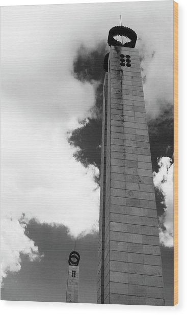 Wood Print featuring the photograph 25 De Abril Monument In Black And White by Lorraine Devon Wilke