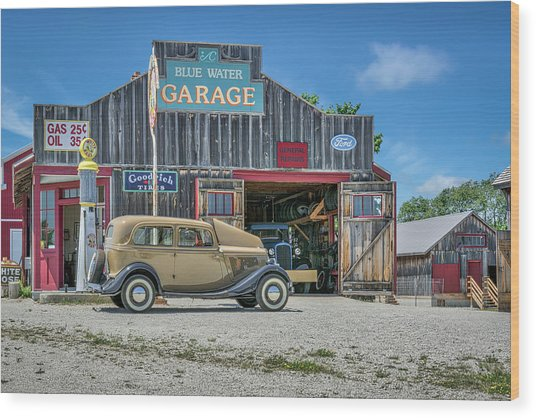 '34 Ford Sedan At Blue Water Garage Wood Print