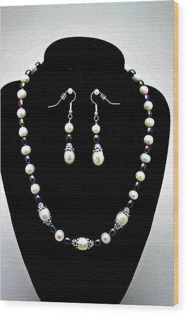 3531 Freshwater Pearl Necklace And Earring Set Wood Print