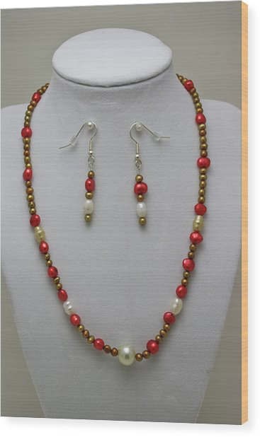 3539 Pearl Necklace And Earring Set Wood Print