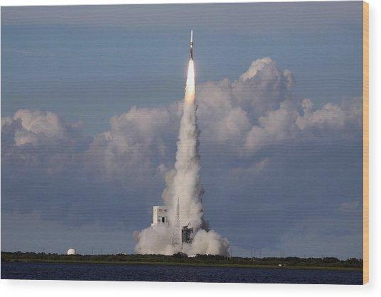 A Delta Iv Rocket Soars Into The Sky Wood Print
