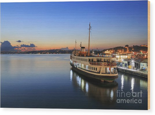 Sunrise Of Istanbul,turkey. Wood Print