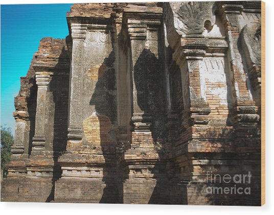 Angular Corner Of Temple In Burma With Sunny Blue Sky Wood Print