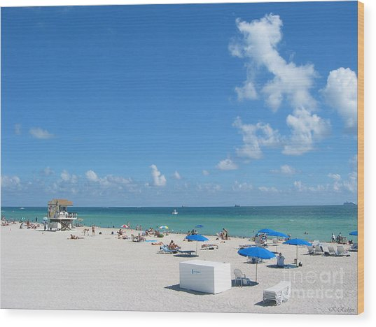 another fine day in South Beach Wood Print by Keiko Richter