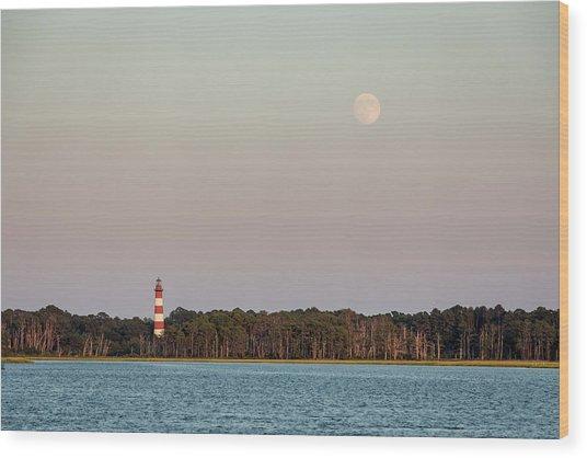 Assateague Light And The Full Moon Wood Print