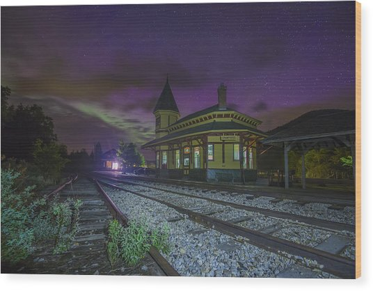 Aurora Over The Crawford Notch Depot Wood Print
