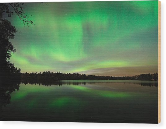Aurora Over Tofte Lake Wood Print