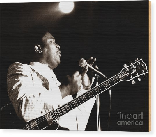 B B King And Lucille 1978 Wood Print by Chris Walter
