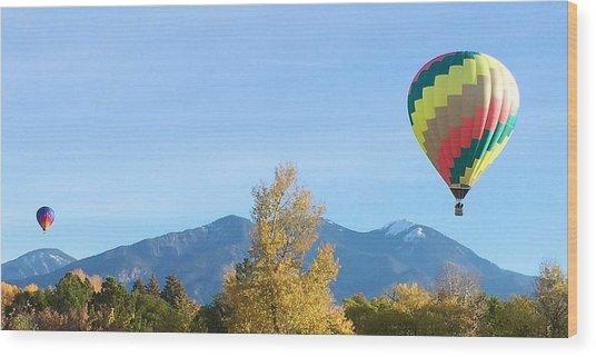 Ballons At Taos Mountain Wood Print