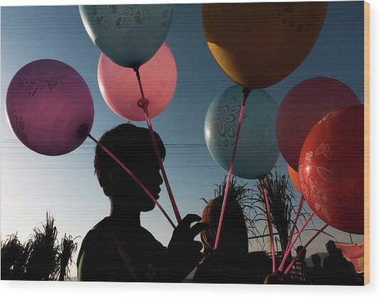 Balloon Seller At Pushkar Wood Print