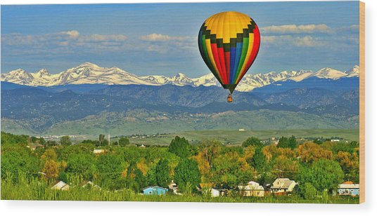 Ballooning Over The Rockies Wood Print