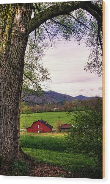 Barn In The Valley Wood Print