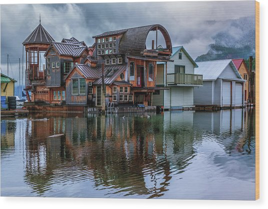 Bayview Houseboat Wood Print