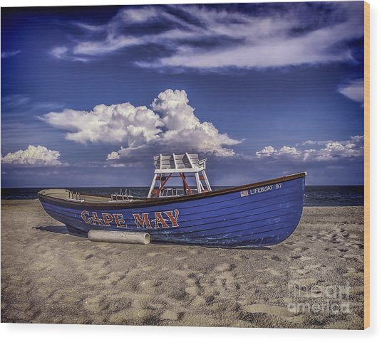 Beach And Lifeboat Wood Print