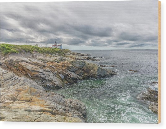 Beavertail Lighthouse On Narragansett Bay Wood Print