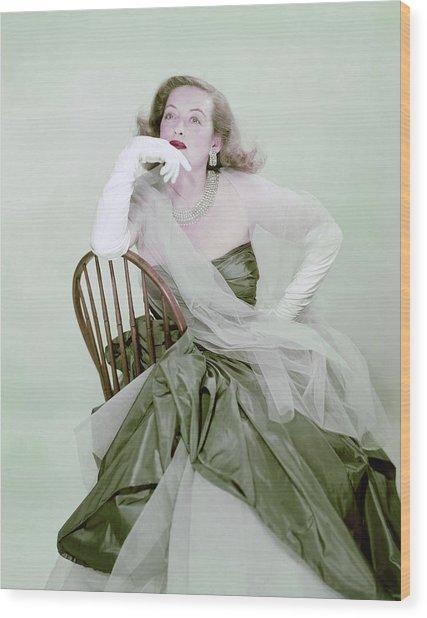 Bette Davis In Green Wood Print by Erwin Blumenfeld