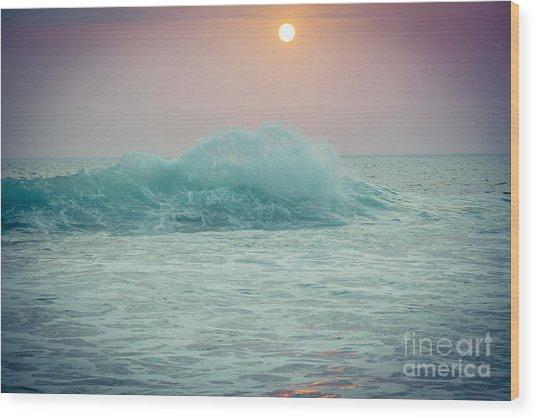 Big Ocean Wave At Sunset With Sun Wood Print