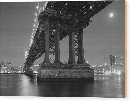 Black And White - Manhattan Bridge At Night Wood Print