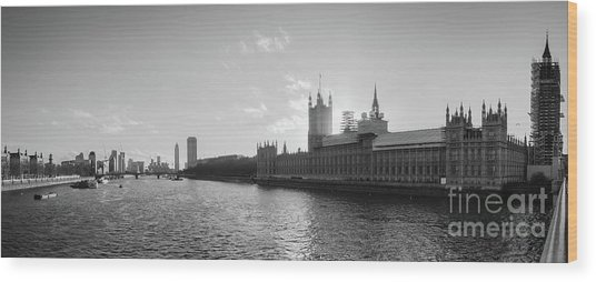 Black And White View Of Thames River And House Of Parlament From Wood Print