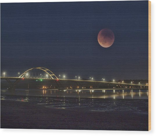 Blood Moon Over Alsea Bay Wood Print